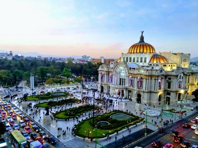 Image of exterior of Palacio de Bellas Artes in Mexico City used in article featuring five places Maritur DMC wants to share with planners when people are travelling to Mexico.
