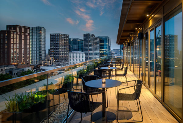 Hyatt Place London City East offers a range of dining options. Image here shows the terrace of its Pocketsquare Skyline Bar and Terrace. Photo courtesy of Hyatt.