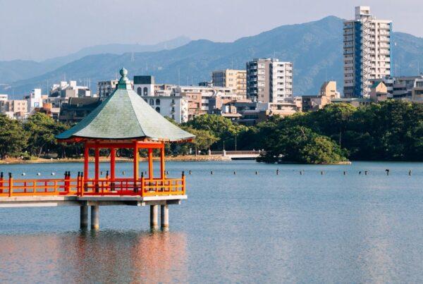 Fukuoka is the first Japanese city to join the Hybrid City Alliance. Image here shows gazebo in Fukuoka's Ohori Park and the city's skyline. Photo by Sanga Park | Canva.