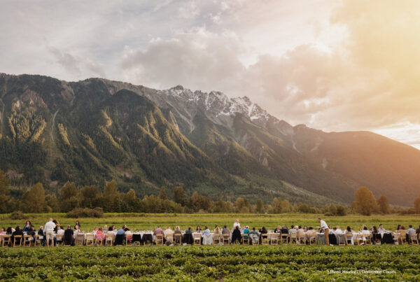 Experiences for groups are available in every part of Canada. Image here shows an alfresco dinner at the foot of the Rockies. Photo by Maurice Li, Destination Canada.